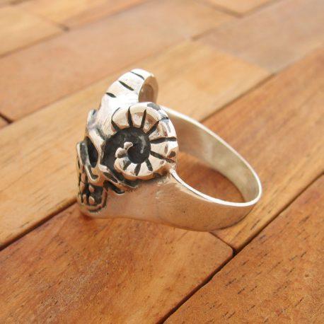 anillo-calavera-heavy-plata