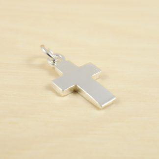 Cruz-plata-cuadrada-2