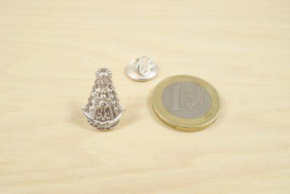 pin-silueta-virgen-del-rocio-plata